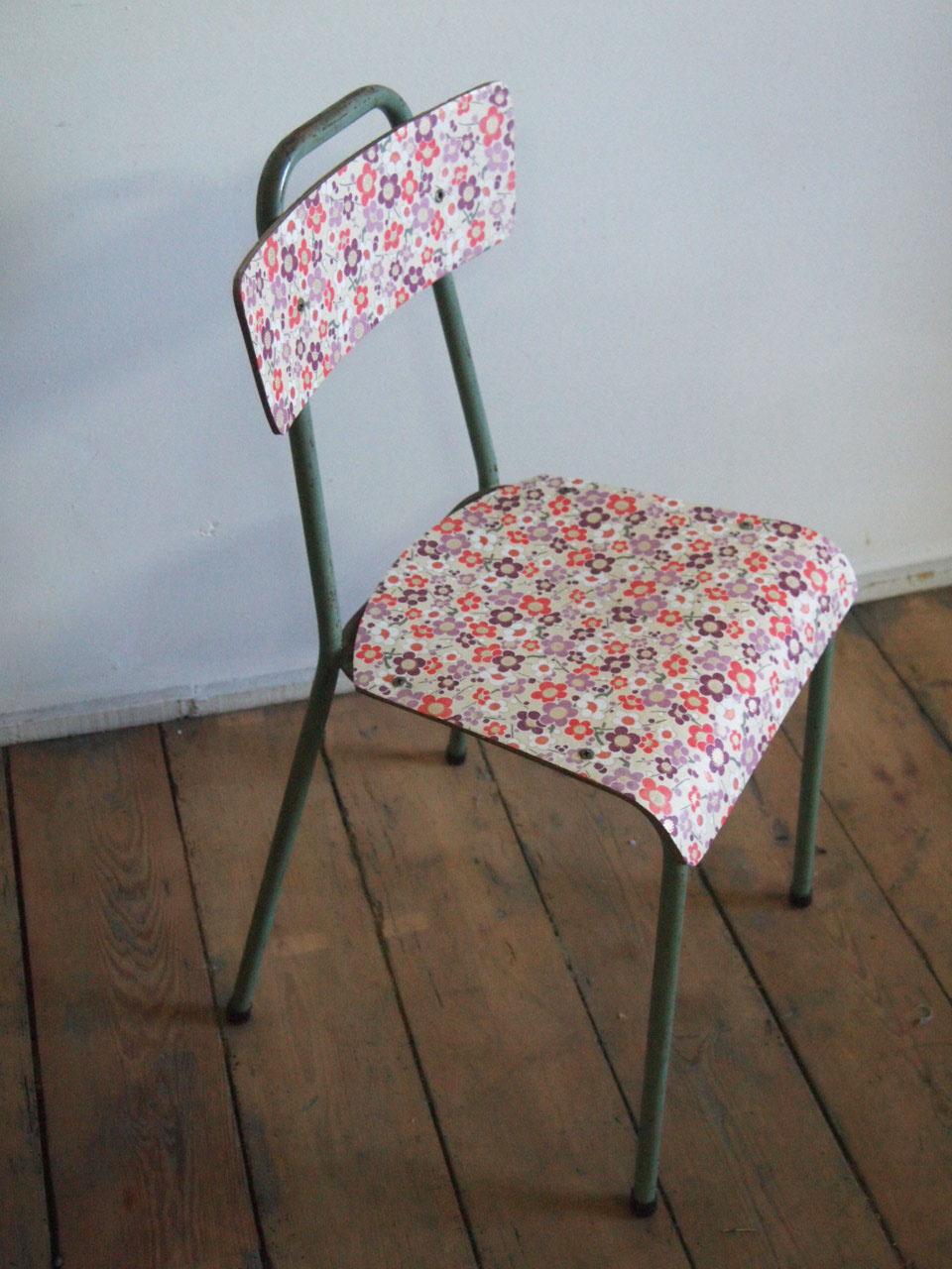 Chaise d'écolier de 1960 relookée