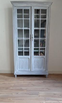 Armoire parisienne vitrée