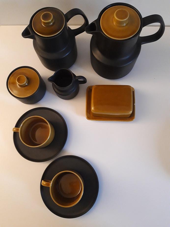 Carafe noir et or et ensemble café